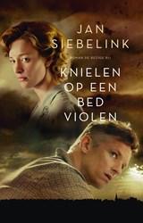 Knielen op een bed violen | Jan Siebelink |