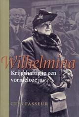 Wilhelmina Krijgshaftig in een vormeloze jas | Cees Fasseur |
