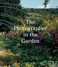 Photographer in the garden | Jamie M. Allen ; Sarah Anne McNear |