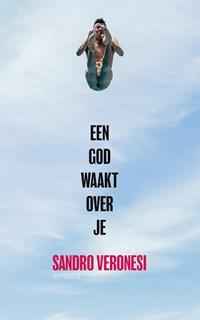 Een god waakt over je | Sandro Veronesi |