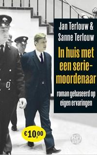 In huis met een seriemoordenaar | Jan Terlouw ; Sanne Terlouw |