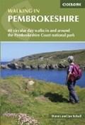 Walking in Pembrokeshire | Kelsall, Dennis ; Kelsall, Jan |