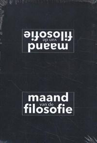 Vuurduin Display met 10 exemplaren essay Maand vd Filosofie 2021 | Eva Meijer |